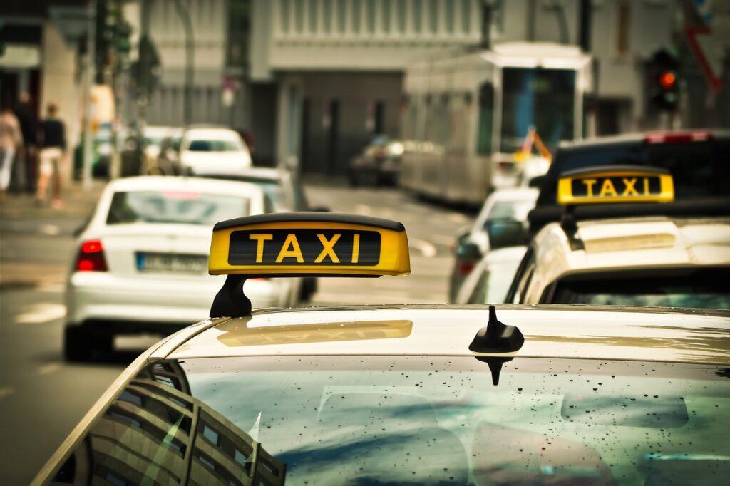 taxi, automobile, road-1515420.jpg